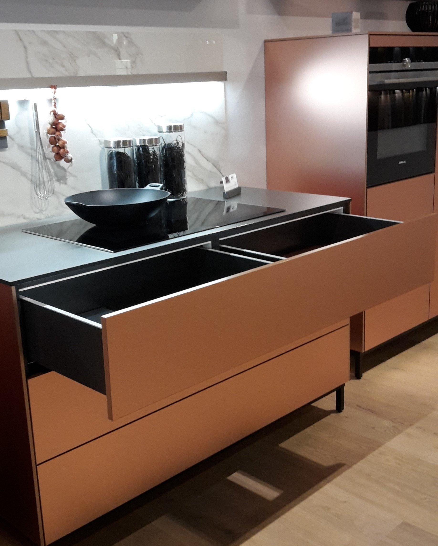 umaxo. Black Bedroom Furniture Sets. Home Design Ideas
